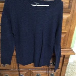 Crewneck sweater with ties on the side